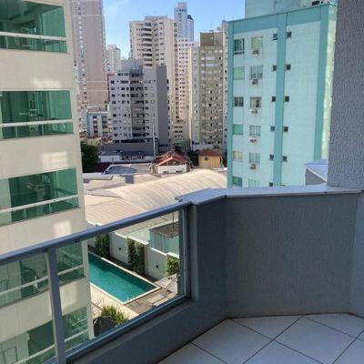 Quadra do Mar - Apartamento com 2 dormitórios mais dependência completa a poucos metros da praia em Balneário Camboriú