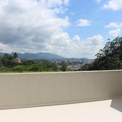 Apartamento diferenciado com 3 suítes + 3 vagas de garagem + amplo terraço integrado em Brusque