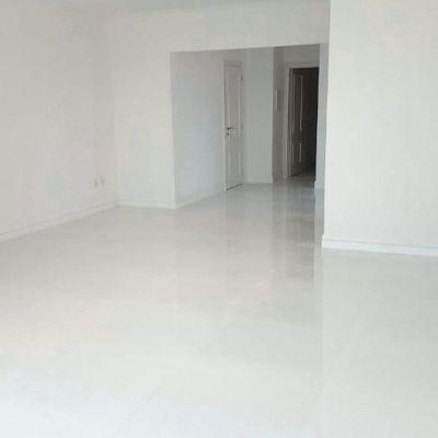 Apartamento Frente para o Mar em Balneário Camboriú  01 suíte com closet e hidromassagem mais 02 dormitórios e 02 vagas de garagem