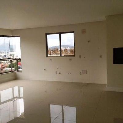 Apartamento à venda em Balneário Camboriú com 1 Suíte e 2 Demi-suítes e 2 Vagas de Garagem