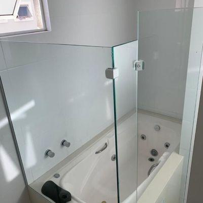 Apartamento mobiliado e equipado com 3 suites (sendo 1 master com closet e hidro) + 2 vagas de garagem no centro de Balneário Camboriu