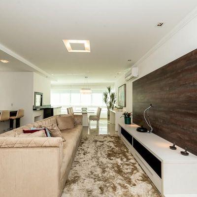 Apartamento mobiliado e decorado no centro de Balneário Camboriu com 3 suítes (1 master) + sacada com churrasqueira