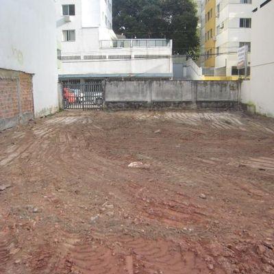 Terreno com projeto aprovado para edificação comercial a 200 m da praia em Balneario Camboriu