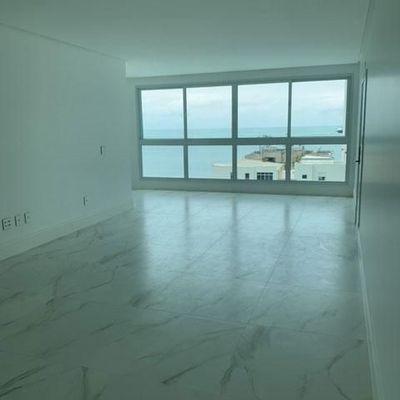 Apartamento novo com vista para o mar + 3 suítes (sendo 01 master) + 3 vagas de garagem em Balneário Camboriu