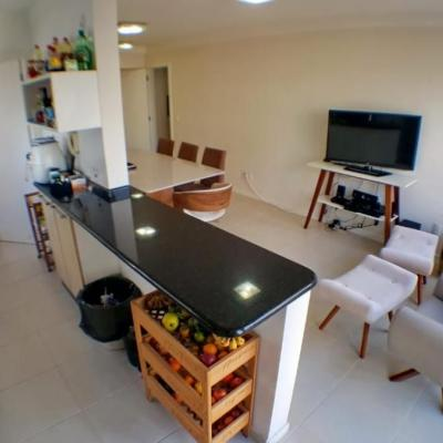 Apartamento à venda com 01 suíte mais 02 demis bem mobiliado e 02 vagas de garagens no centro em Balneário Camboriú