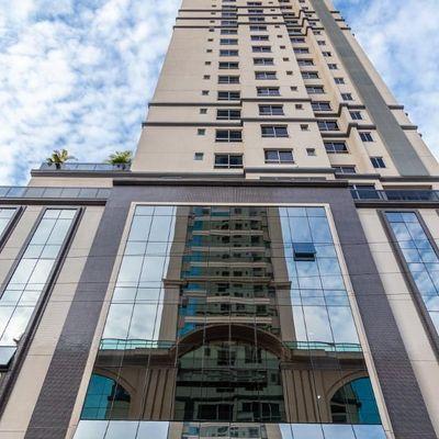 Apartamento novo no centro de Balneário Camboriu com 4 dormitórios (1 suíte master + 1 suite + 2 demi) + 3 vagas de garagem