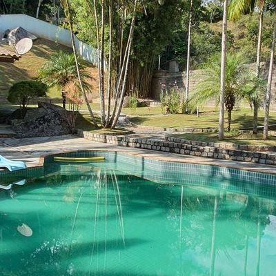 Sitio em Camboriu com casa mobiliada + piscina