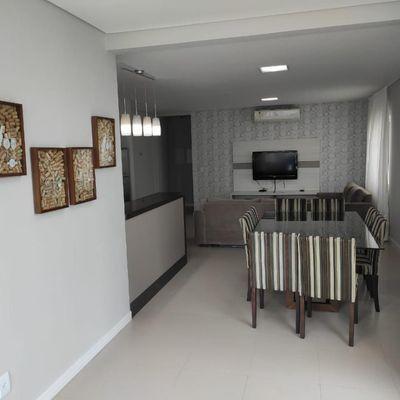Apartamento mobiliado com 2 suítes + 2 vagas de garagem e ampla área de lazer no bairro Pioneiros