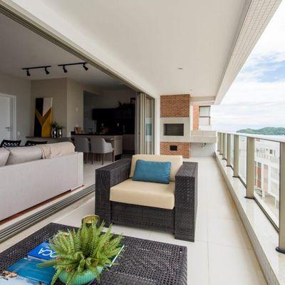 Apartamento mobiliado e decorado com 4 dormitórios, sendo 1 suíte no centro de Bombinhas
