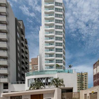 Apartamento novo com 3 suítes (1 sendo master com hidro) + 2 vagas de garagem no bairro Fazenda em Itajai