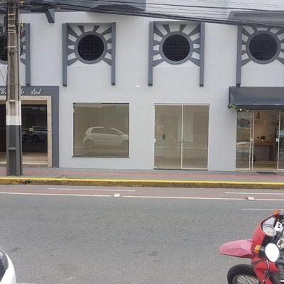 Sala comercial térrea a poucos metros da avenida Brasil no centro de Balneário Camboriú