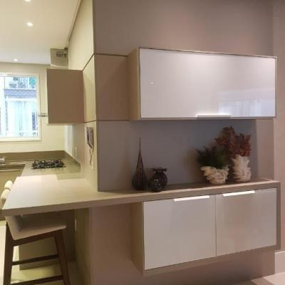 Apartamento mobiliado com 3 suites no centro de Balneário Camboriu