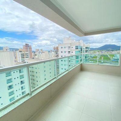 Apartamento com 4 suítes + 3 vagas de garagem + sacada com churrasqueira em Meia Praia