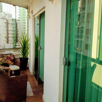 Apartamento à venda Semi mobiliado com 02 Dormitórios e 02 Banheiros Totalmente reformado em ótima localização próximo ao mar em Balneário Camboriú