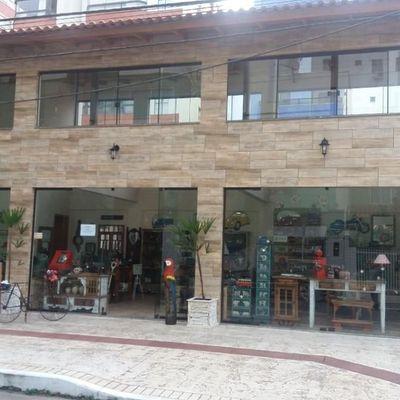 Sala Comercial em rua movimentada para locação no centro de Balneário Camboriú