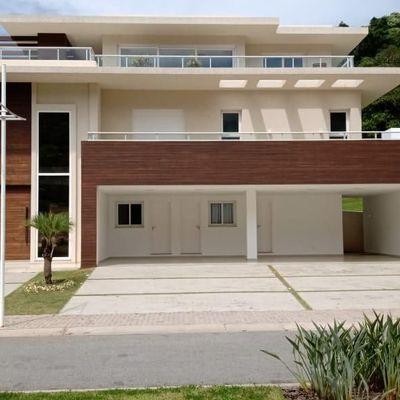 Casa mobiliada e equipada em condomínio fechado com vista para o mar na Av Interpraias em Balneário Camboriu