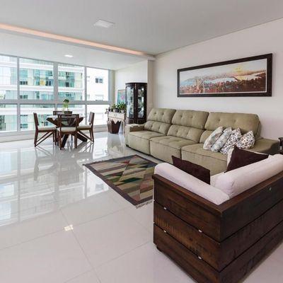 Apartamento mobiliado e decorado com vista para o mar + 3 suítes + 4 vagas de garagem em Balneário Camboriu