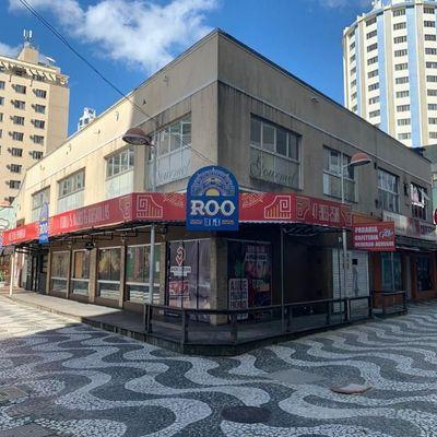 Ampla sala comercial no centro de Balneário Camboriu já alugada