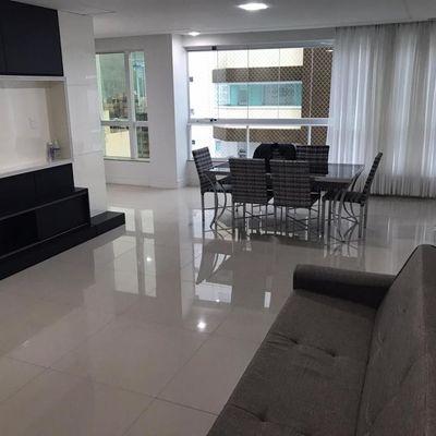 Apartamento semi imobiliado no centro de Balneário Camboriu com 3 suítes + sacada com churrasqueira