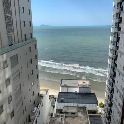 Apartamento com vista para o mar na Barra Sul em Balneário Camboriu com hidromassagem + sacada