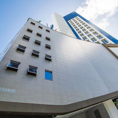 Sala comercial em edifício corporativo com 2 vagas de garagem no bairro Pioneiros em Balneário Camboriu