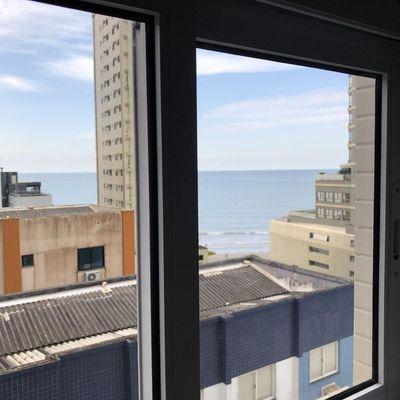 Apartamento no centro de Balneário Camboriu com churrasqueira + 4 suítes + 3 vagas de garagem