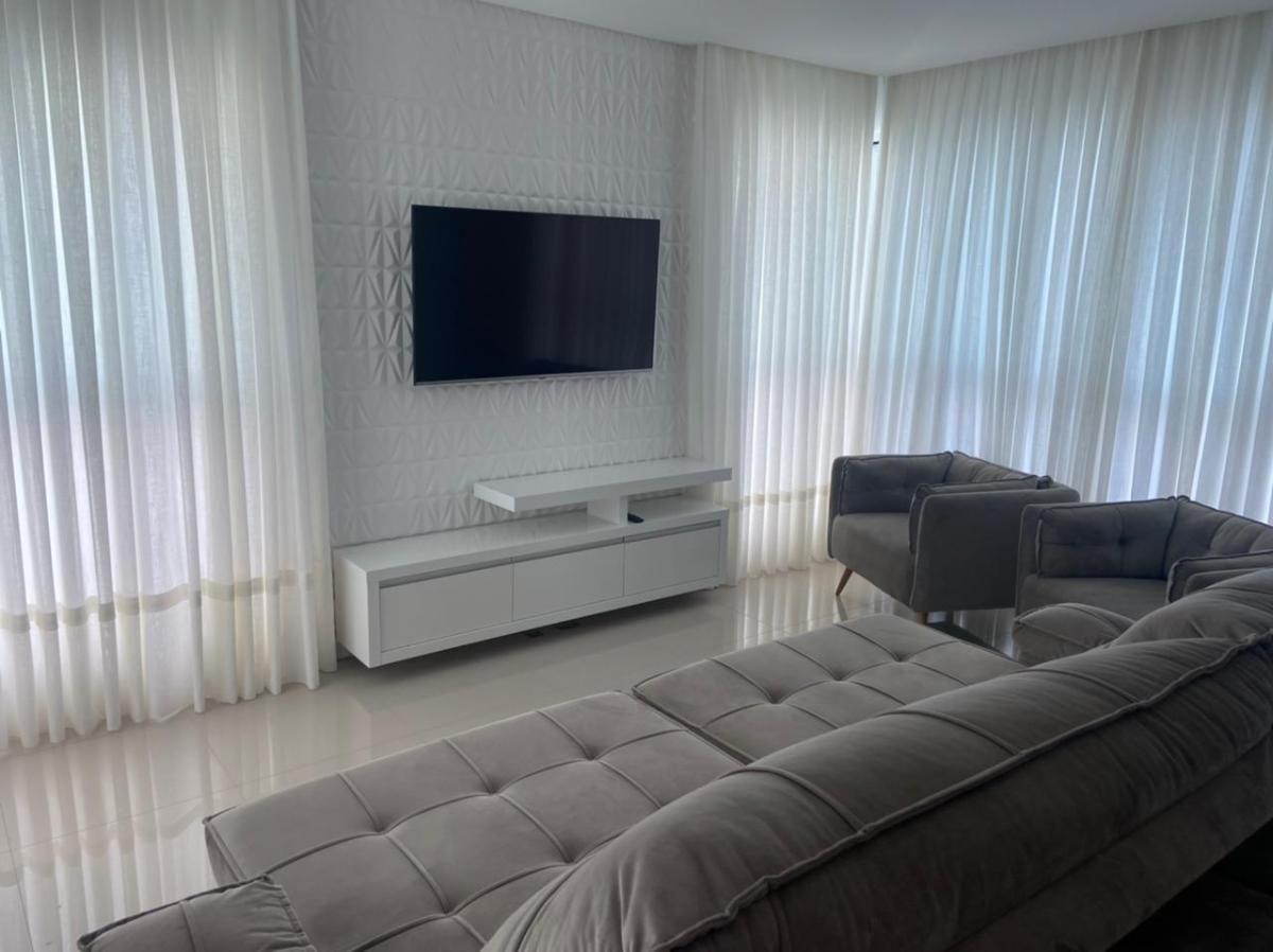 Apartamento mobiliado com 3 suítes + churrasqueira a carvão + 3 vagas de garagem no centro de Balneário Camboriu