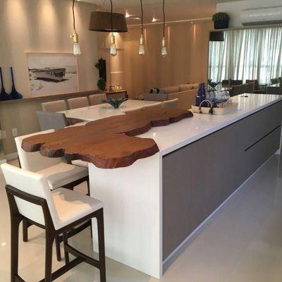 Apartamento mobiliado no centro de Balneário Camboriu com 4 suites + 2 vagas de garagem