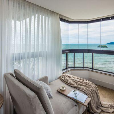 Apartamento em Balneário Camboriú Frente Mar com 4 Suítes Dependência de Empregada Finamente Mobiliado