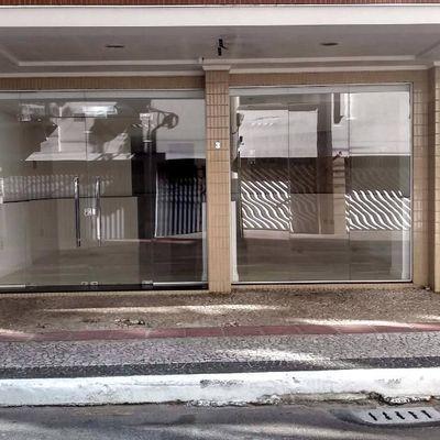 Excelente sala comercial na quadra mar de Balneário Camboriu com 1 vaga de garagem privativa