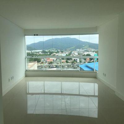 Apartamento com vista mar na Barra Sul com 4 dormitórios (sendo 2 suítes, 1 master com closet e hidro) + 4 vagas de garagem
