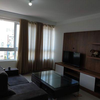 Apartamento à Venda 1 Suíte 2 Demi Suítes Semi Mobiliado 2 Vagas de Garagem Centro de Balneário Camboriú