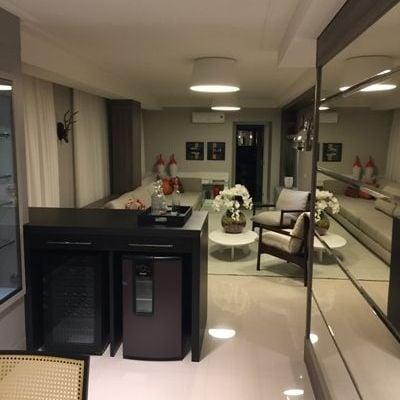 Apartamento à Venda em Balneário Camboriú na Quadra do Mar Mobiliado com 3 Suítes e 3 Vagas de Garagem