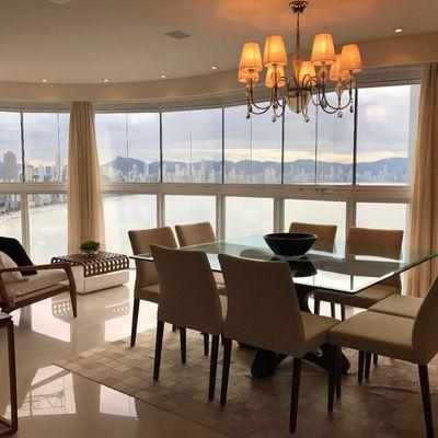 Apartamento Frente para o mar Decorado à venda em Balneário Camboriú com 4 Suítes e 4 Vagas de Garagem Barra Sul