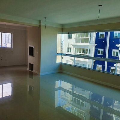 ULTIMA UNIDADE! NOVO - 03 dormitórios com área de lazer no Centro de Balbeário Camboriú