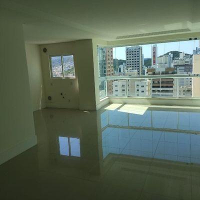 Apartamento novo com 4 suítes, sendo 2 demi + 4 vagas de garagem