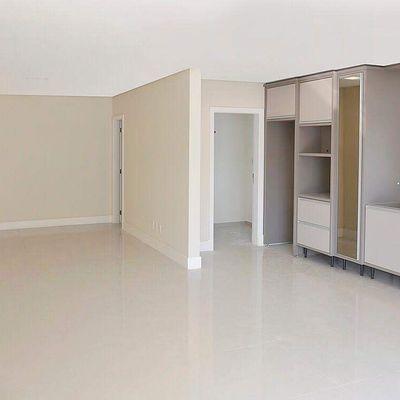 Apartamento à Venda mobiliada Com 3 Suítes 3 Vagas Em Blumenau