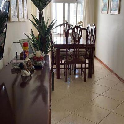 Apartamento semi-mobiliado com dois dormitórios no centro de Balneário Camboriu