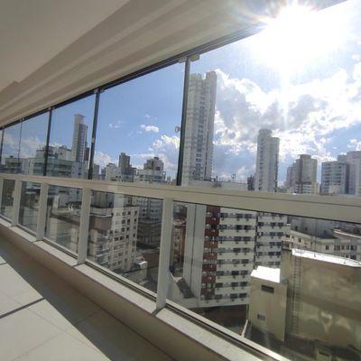 Apartamento com 3 suítes + 3 vagas de garagem na quadra mar de Balneário Camboriu