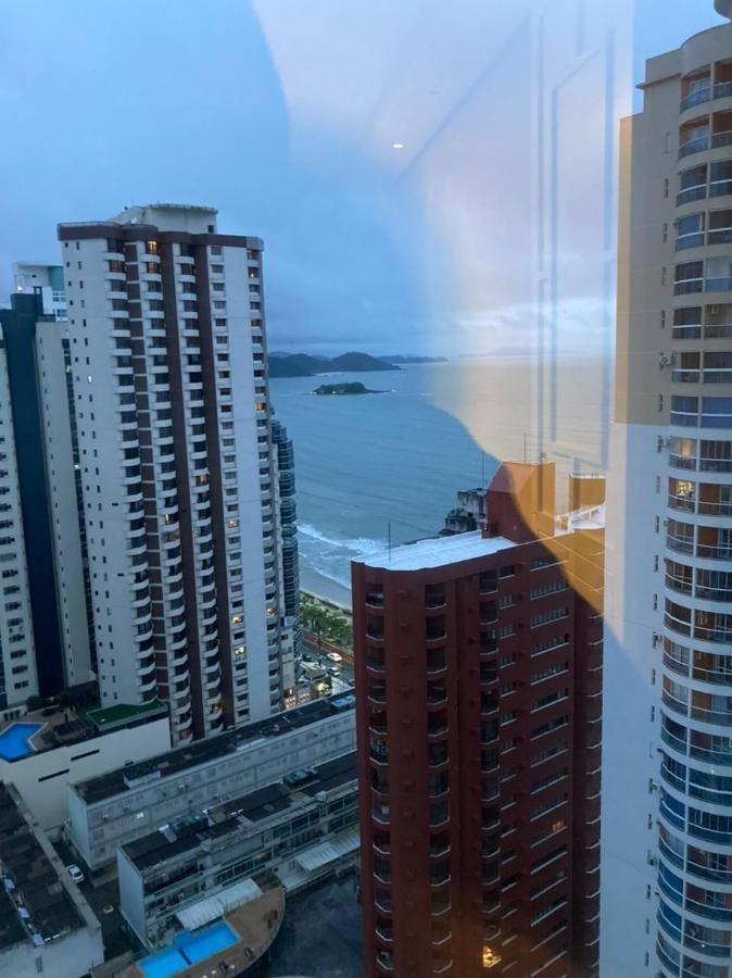 Apartamento mobiliado para locação em edifício de alto padrão na quadra mar de Balneário Camboriu com vista