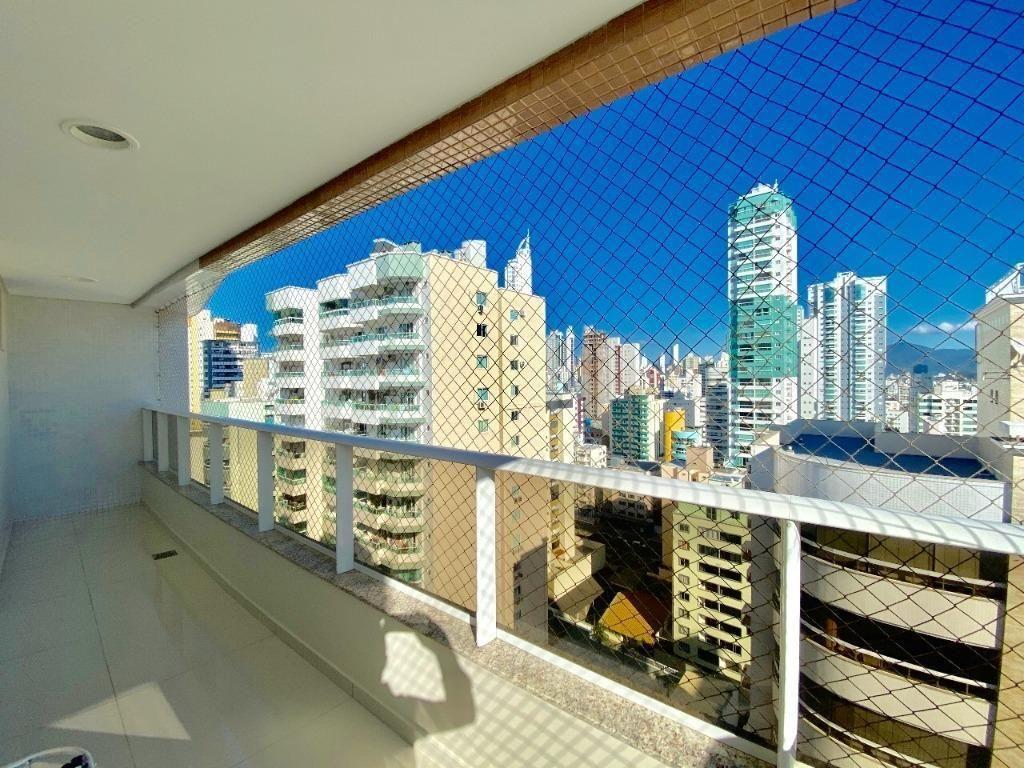 Cobertura plana no centro de Balneário Camboriu com 4 suites + 4 vagas de garagem + terraço com piscina privativa e churrasqueira