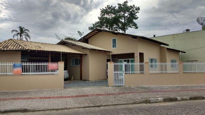 Casa no Centro. Aceita troca por sítio ou chácara em Camboriú
