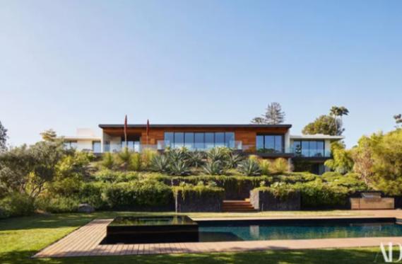 Jennifer Aniston abre sua mansão em Los Angeles