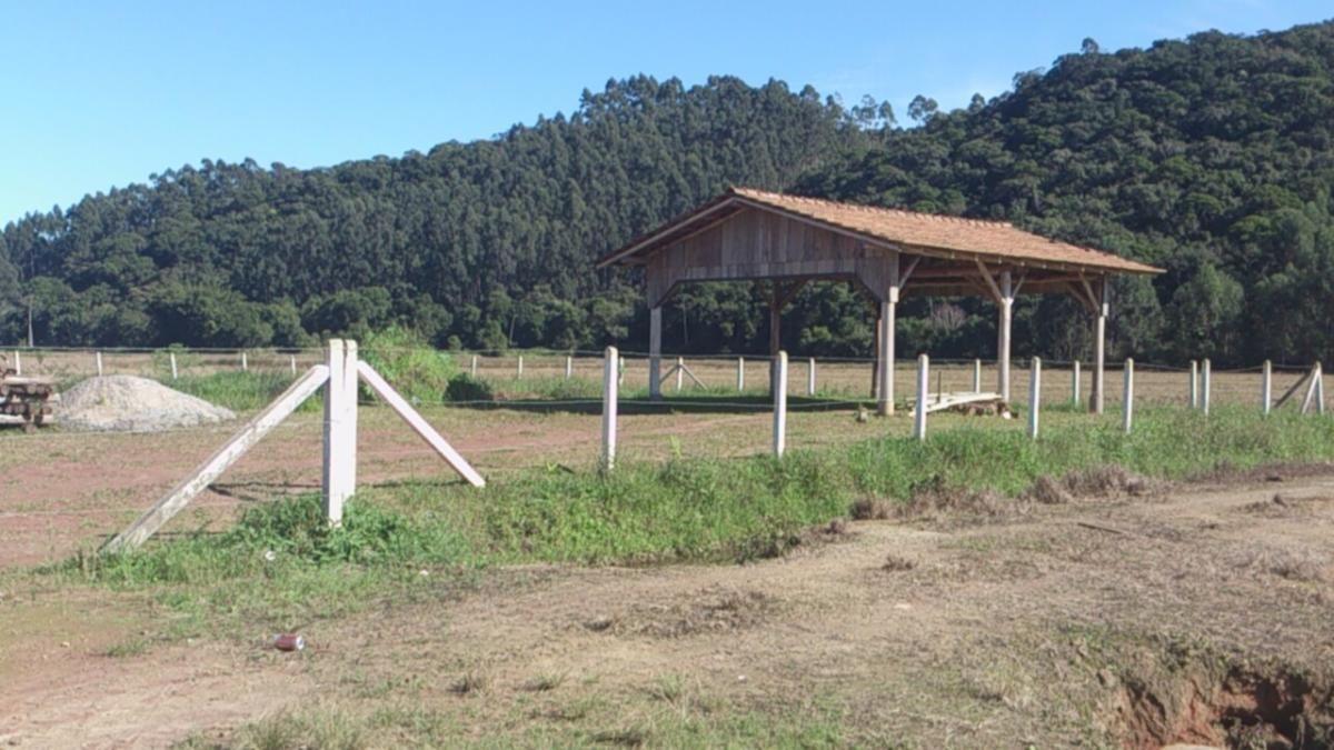 Chácara á 7 km do Centro da cidade Camboriú