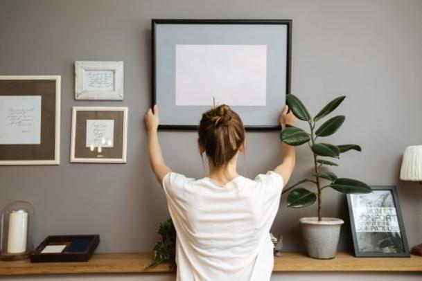 Saiba agora como pendurar quadros na casa nova