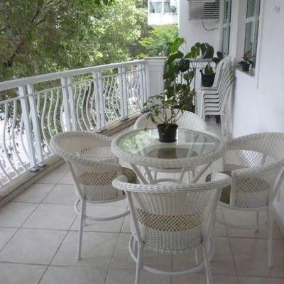Ótimo apartamento com varanda em Copacabana