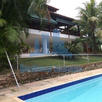 Casarão em 2 lotes, 4 quartos com Piscina no condomínio Vale de Itaipu