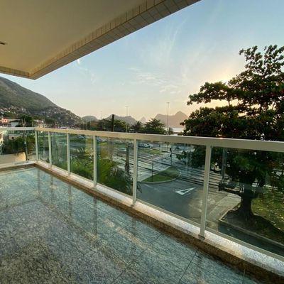 Excelente apartamento com vista pro mar