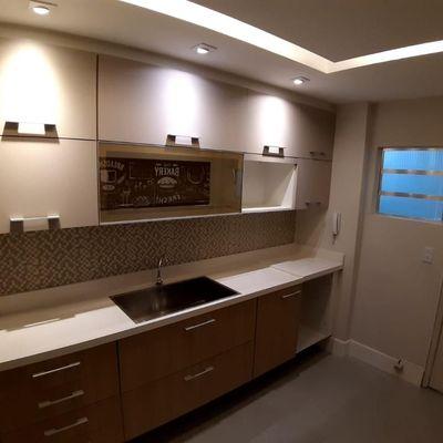 Ótimo 2 quartos reformado em Icaraí