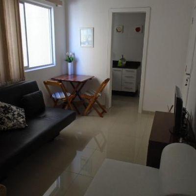 Apartamento com 1 quarto, reformado a venda no centro de Balneário Camboriú